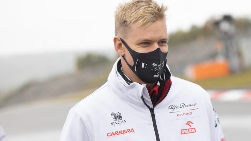 Мик Шумахер стал чемпионом «Формулы-2», Шварцман – четвертый