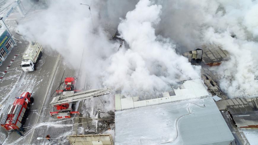 В МЧС назвали предварительную причину пожара на рынке в Ростове-на-Дону