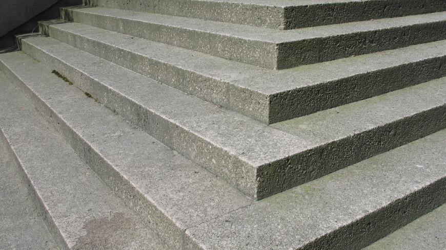 Алматинец 20 раз поднялся и спустился по лестнице здоровья, установив рекорд