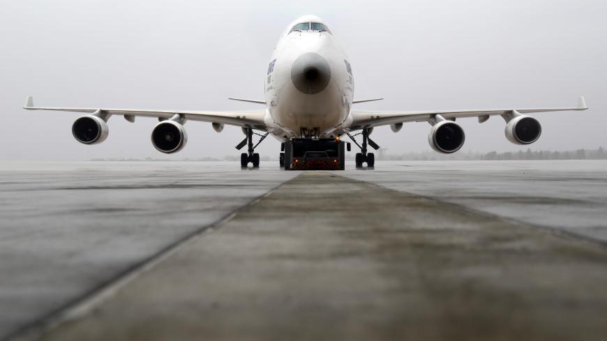 Скользкая дорожка: самолет при посадке в Москве выкатился за пределы ВПП