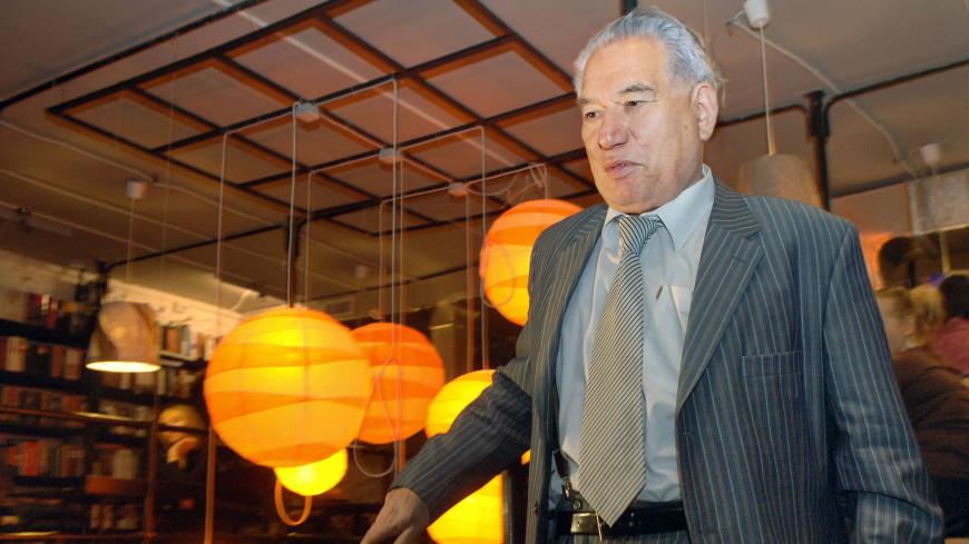 Ко дню рождения писателя: в Кыргызстане выпустили сборник аудиокниг Чингиза Айтматова