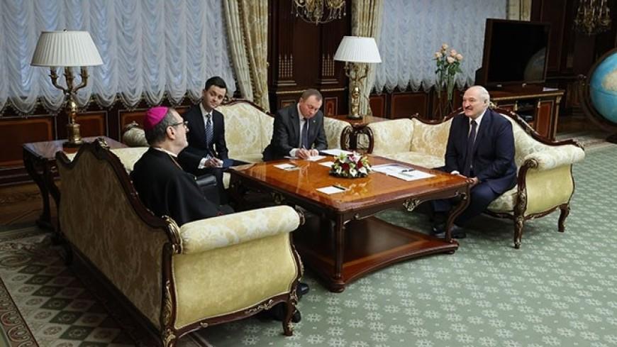 Лукашенко встретился в Минске со спецпосланником папы римского Франциска