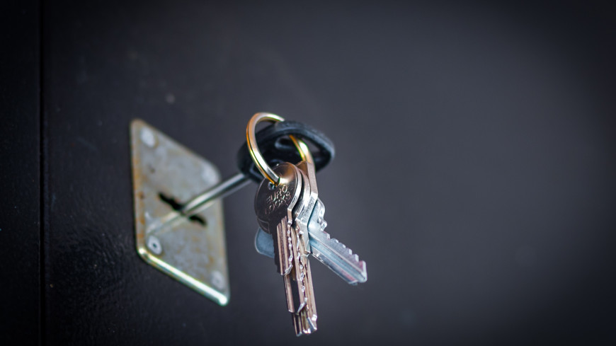 """Фото: Николай Костюшин (МТРК «Мир») """"«Мир 24»"""":http://mir24.tv/, замок, ключи, ключи от квартиры, квартира, комната, дверь"""