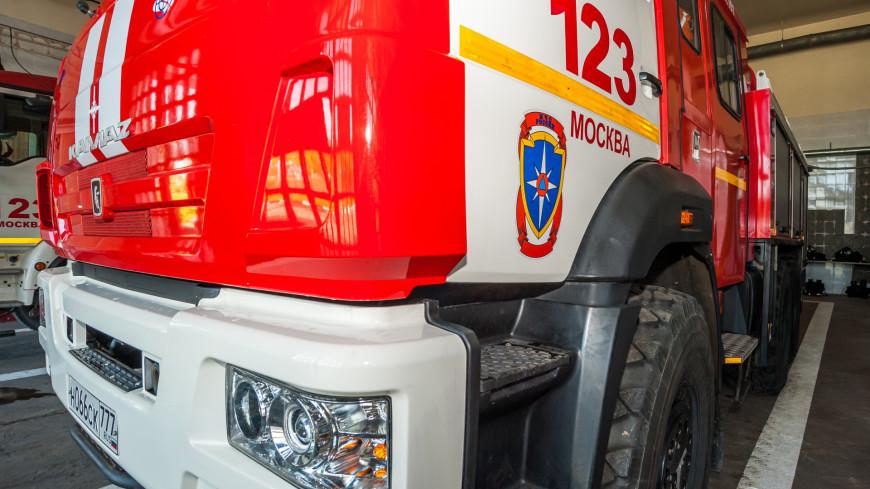 В Волгограде возник крупный пожар на территории вещевого рынка