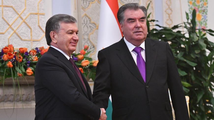 Шавкат Мирзиеев и Эмомали Рахмон поздравили друг друга с наступающим Новым годом