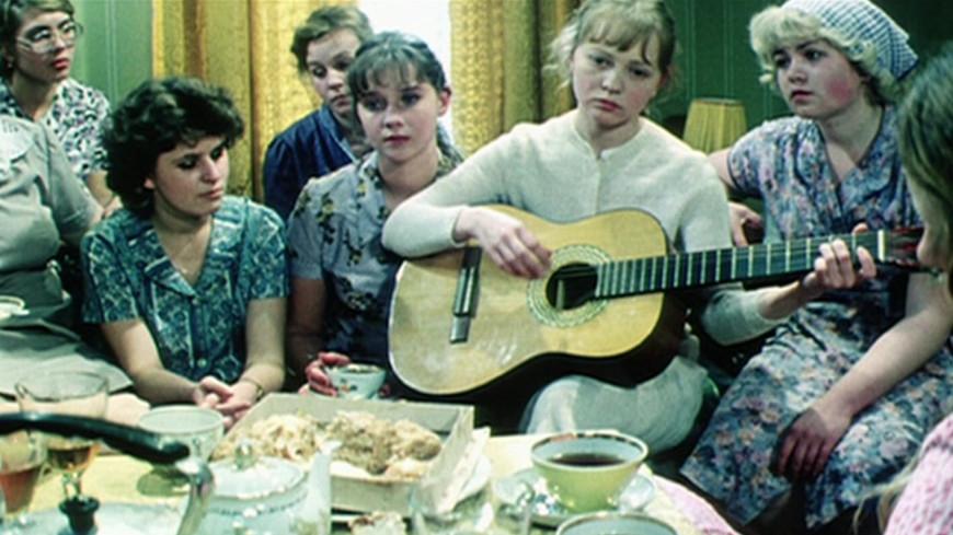 Тест: Кто вы из девушек-невест в фильме «Одиноким предоставляется общежитие»