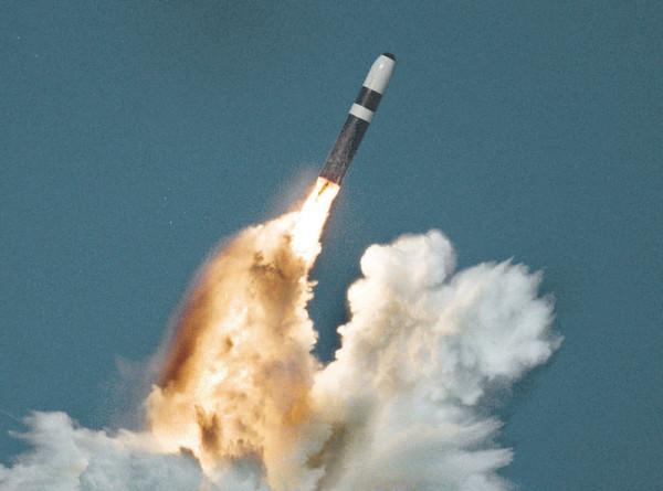 В США испытали способную нести ядерный боезаряд баллистическую ракету