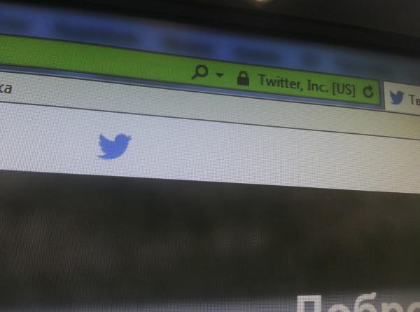 Twitter будет помечать дезинформацию яркими ярлыками