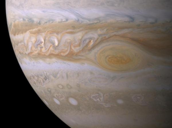 В атмосфере Юпитера нашли воду