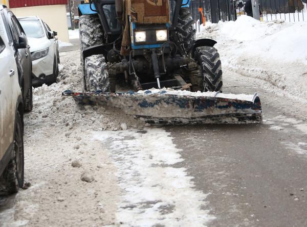 Бездорожье в Аджарии: коммунальщики не успевают расчищать трассы от снега