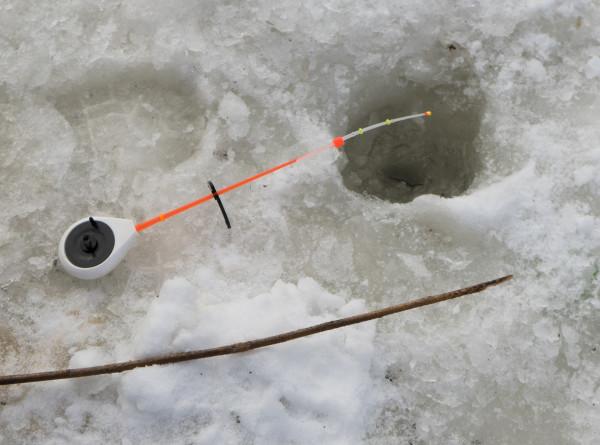 Ловись, рыбка, большая и еще больше: 600 рыбаков-любителей на Сахалине не испугал мороз