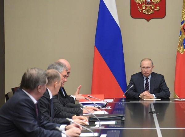 Путин обсудил с Совбезом ситуацию в Идлибе и российско-белорусские отношения