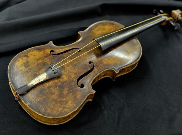 Скрипку музыканта с «Титаника» показали в американском музее
