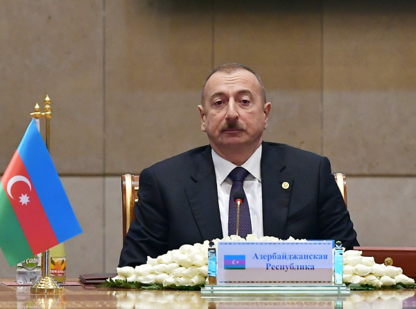 Президент Азербайджана с семьей посетил центр имени Гейдара Алиева