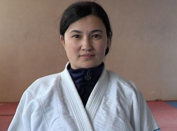 «Берет смекалкой»: женщина-оперативник в Кыргызстане в одиночку задержала преступника