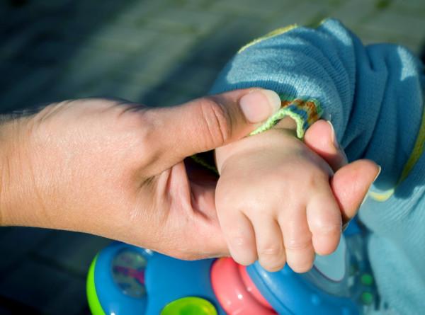 В Астрахани после вмешательства СМИ матери выдали пособие на первого ребенка