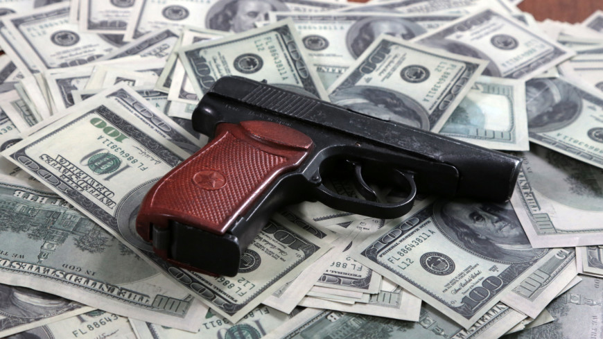 Пистолет и деньги