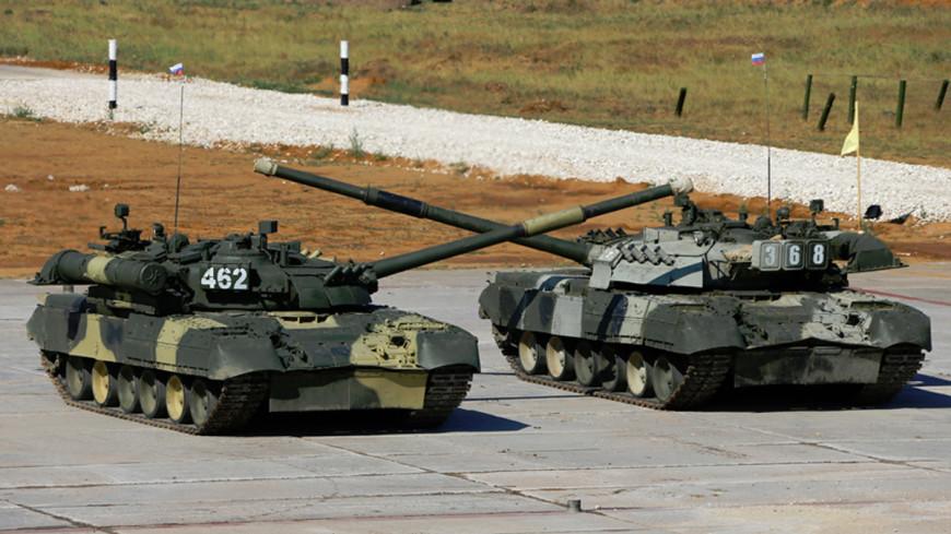 Российский военный сделал предложение, выстроив сердце из танков