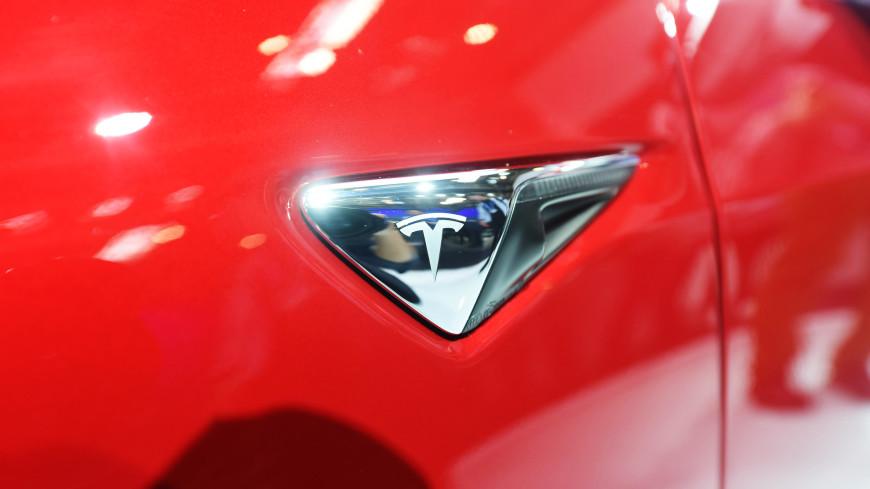 Автомобиль Tesla спас английскую семью от гибели во время шторма