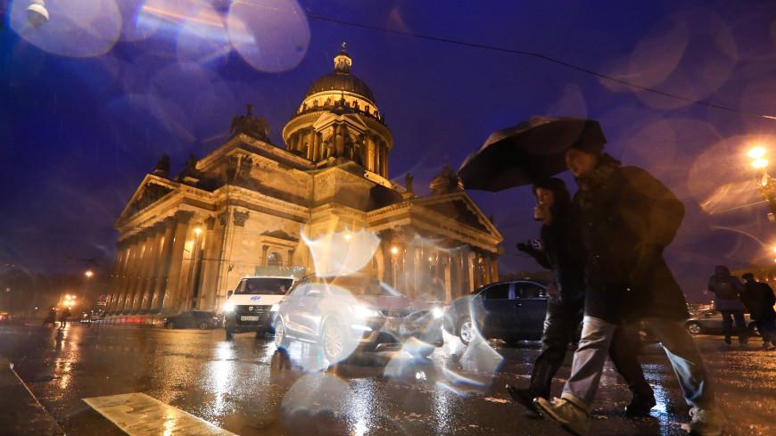 Порывистый ветер и дождь: в Петербурге объявлен оранжевый уровень опасности