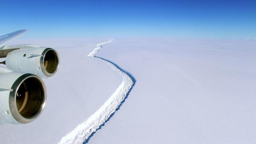 Крупнейший в мире айсберг выходит в открытый океан