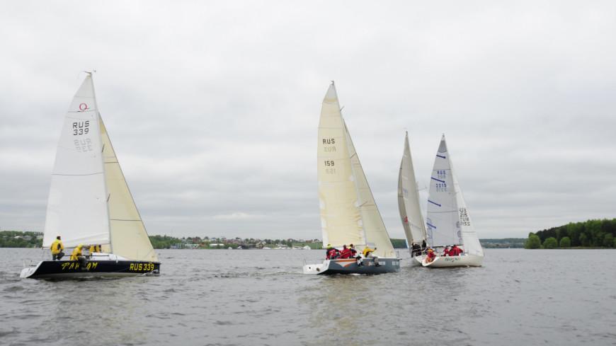 "Фото: Сергей Минеев (МТРК «Мир») ""«Мир 24»"":http://mir24.tv/, судно, яхта, парус, озеро, лодка, парусная яхта"