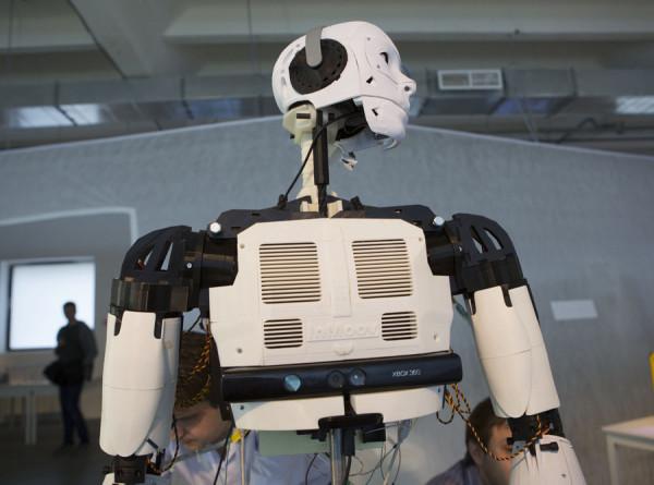 Эксперты рассказали, каких специалистов заменят роботы