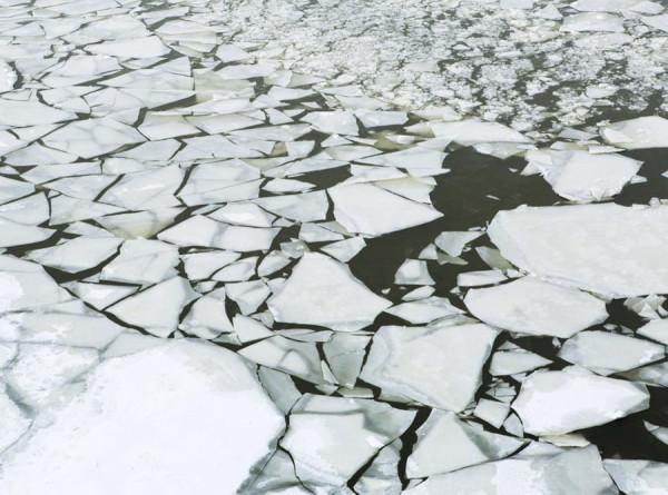 На Сахалине спасли больше 200 рыбаков с отколовшейся льдины