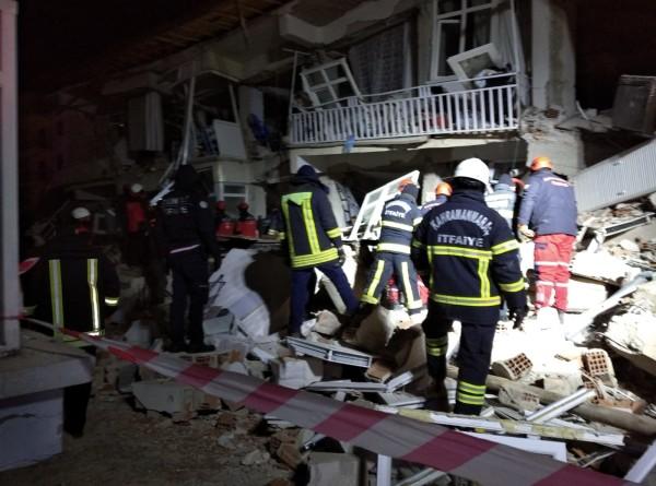 В Турции спасли пятилетнего мальчика из-под обломков после землетрясения