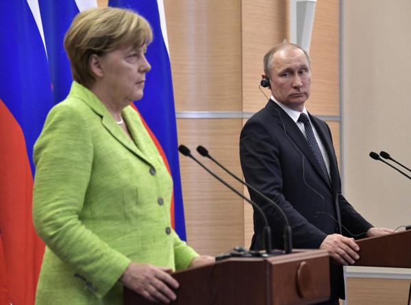 Путин и Меркель обсудили предстоящую конференцию по Ливии