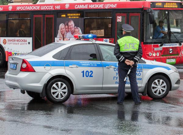 В Москве инспекторы ДПС экстренно доставили женщину в роддом