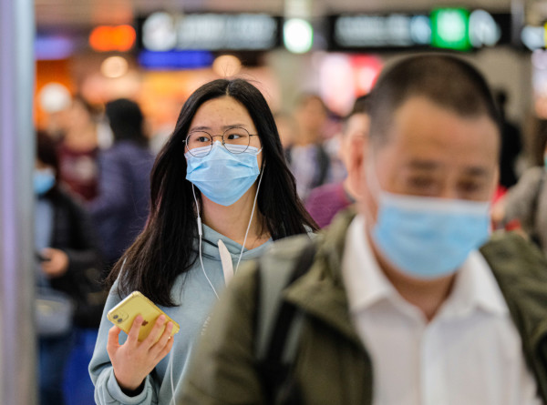 Цена коронавируса: туриндустрия терпит убытки, аптеки богатеют