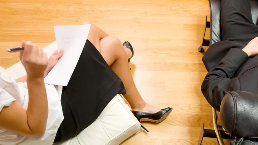 Нехороший кабинет, опасная стюардесса и обнаженный аргумент: профессиональные байки психологов