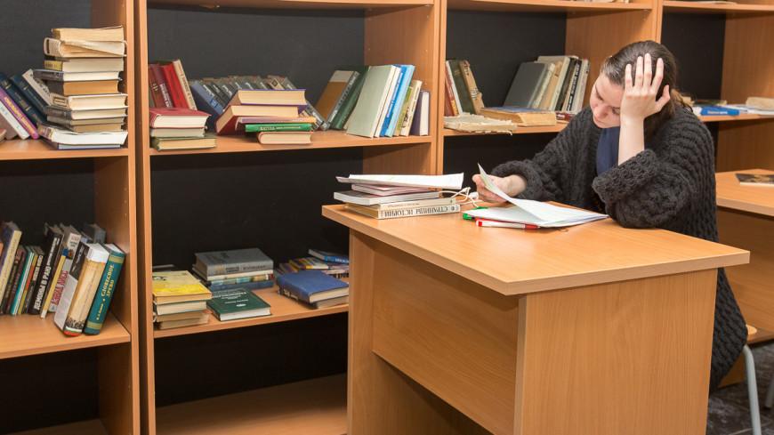 В общежитии ГИТИС,библиотека, стол, учеба, учиться,