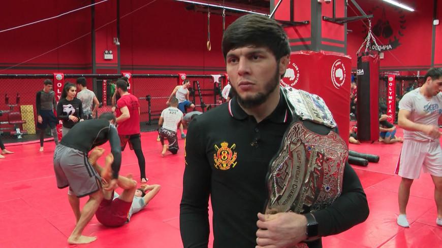 Волевая победа: боец из Азербайджана выиграл турнир со сломанной рукой