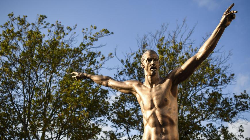 Вандалы повалили статую Ибрагимовича в Мальме