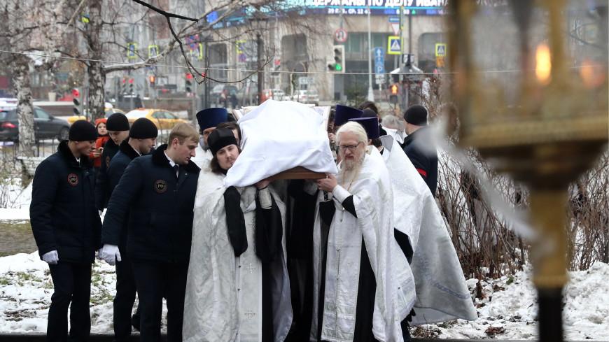 Стояли на улице: храм не вместил желающих проститься с протоиереем Чаплиным
