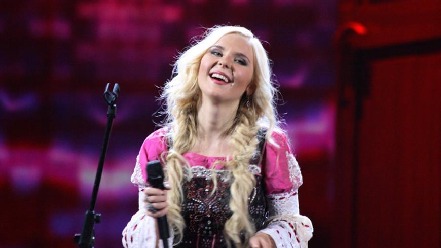 «Поля, мы с тобой!»: поддержка поклонников на концерте растрогала Пелагею до слез