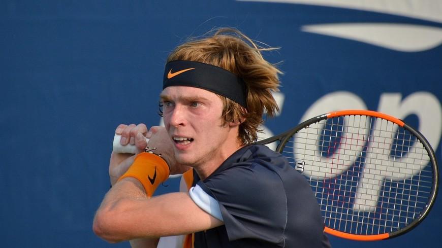 Российский теннисист Рублев одержал победу на турнире в Дохе