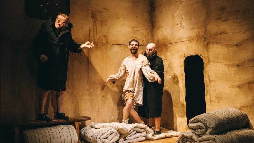 Гоголь не перевернется: «Ревизор» по-новому в театре «Около дома Станиславского»