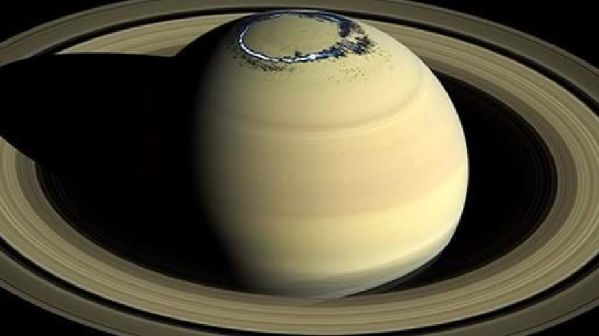 Зонд Cassini запечатлел полярные сияния на полюсе Сатурна