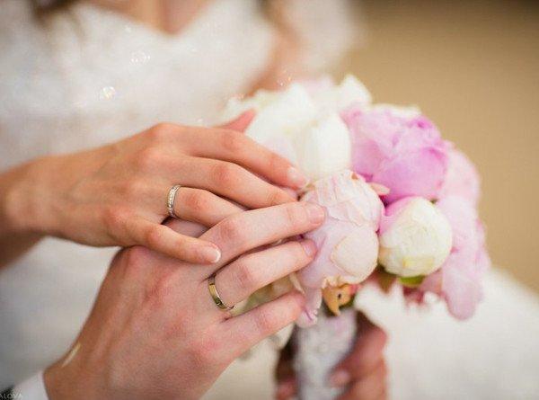 В День семьи, любви и верности москвичи массово сыграли свадьбы