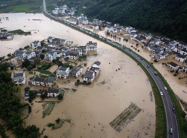 В Японии затопило префектуры Нагано и Гифу