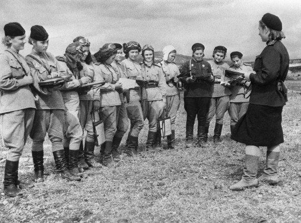 Неслабый полк: как советские женщины сражались за Родину