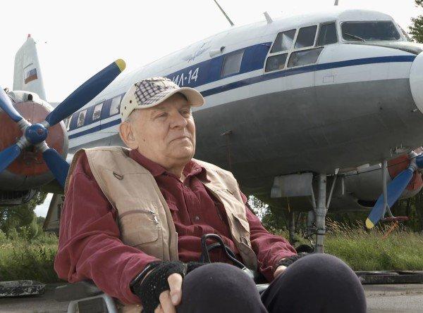 Сан Саныч продает Илюшу. Оба пенсионеры. Летчику – 70, его ИЛ-14 – 60