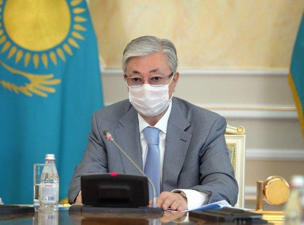 Токаев посмертно наградил 42 врачей за выдающиеся заслуги перед Казахстаном