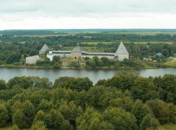 Найти могилу Вещего Олега и увидеть фрески XII века: пять причин поехать в Старую Ладогу