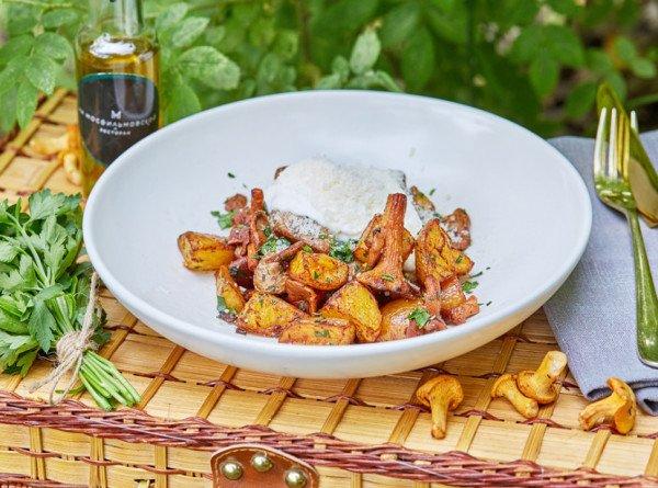 Фетучини, ризотто и жареный картофель: какие блюда можно приготовить с лисичками? РЕЦЕПТЫ