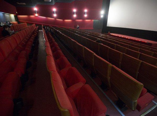 Любимова: Кинотеатры начнут сезон после снятия ограничений с показа легких фильмов