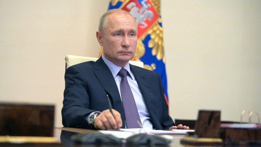Путин раскрутил на столе ручку во время заседания